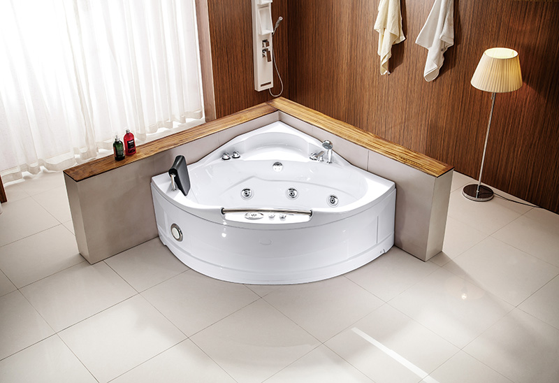 A003 1360mm Corner Whirlpool Massage Bathtub
